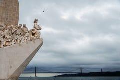 Μνημείο στις ανακαλύψεις που κοιτάζουν triumphantly έξω πέρα από τον Ατλαντικό Ωκεανό σε Betlem, Λισσαβώνα, Πορτογαλία στοκ φωτογραφία με δικαίωμα ελεύθερης χρήσης