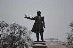 Μνημείο στο Αλέξανδρο Pushkin, ο ποιητής σπουδαίου Ρώσου, 1957 Υ στοκ εικόνες