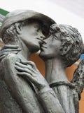 Μνημείο στο φιλώντας αγόρι και το κορίτσι Bassano del Grappa, Ιταλία Στοκ Εικόνα