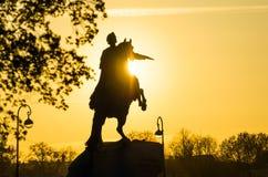 Μνημείο στο Peter 1 να εξισώσει ανθρώπων της Αγία Πετρούπολης ηλιοβασιλέματος Στοκ εικόνα με δικαίωμα ελεύθερης χρήσης