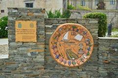 Μνημείο της Νίκαιας που αφιερώνεται στην επίσκεψη των βασιλιάδων της Ισπανίας σε ένα τετράγωνο Castropol στοκ φωτογραφίες με δικαίωμα ελεύθερης χρήσης