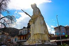 Μνημείο του άγνωστου στρατιώτη στην πόλη Petrich από τη γωνία στοκ φωτογραφία