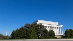 Μνημείο του Λίνκολν και μνημείο της Ουάσιγκτον μια ηλιόλουστη ημέρα Στοκ Εικόνες