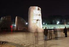 Μνημείο του Μάρτιν Λούθερ Κινγκ που φωτίζεται τη νύχτα Στοκ φωτογραφία με δικαίωμα ελεύθερης χρήσης