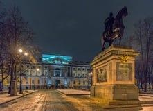 Μνημείο του Μέγας Πέτρου μπροστά από το Castle του ST Michael στοκ εικόνες