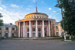 Μνημείο του ύφους αυτοκρατοριών σταλινιστών Ο σταθμός ποταμών του Βόλγα σε Tver μερικές ημέρες πριν από τη συντριβή το 2017 Ρωσία Στοκ εικόνες με δικαίωμα ελεύθερης χρήσης