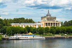 Μνημείο του ύφους αυτοκρατοριών σταλινιστών Σταθμός ποταμών Tver στον ποταμό του Βόλγα μερικές ημέρες πριν από τη συντριβή Ρωσία Στοκ φωτογραφία με δικαίωμα ελεύθερης χρήσης