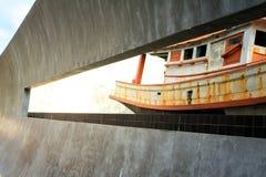 Μνημείο τσουνάμι στην Ταϊλάνδη Όμορφος όμορφος φωτισμός σκαφών Στοκ Εικόνες