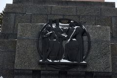 Μνημείο φιλίας από έναν γρανίτη ενάντια στη χειμερινή φύση Ρωσία, Bashkortostan Στοκ Εικόνες