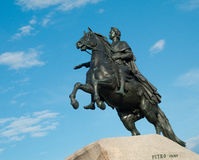 Μνημείο Peter I ενάντια στο μπλε ουρανό. Στοκ εικόνα με δικαίωμα ελεύθερης χρήσης