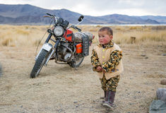 Μογγολικό παιδί νομάδων μογγολικό tundra Στοκ εικόνα με δικαίωμα ελεύθερης χρήσης