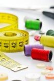 Μοδίστρες που ράβουν τα υλικά Στοκ φωτογραφία με δικαίωμα ελεύθερης χρήσης