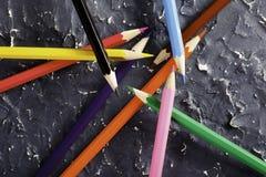 Μολύβια χρώματος στο σκοτεινό υπόβαθρο Στοκ Φωτογραφία