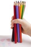 Μολύβια χρώματος στο χέρι παιδιών Στοκ Εικόνες