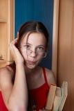 μολύβι κοριτσιών βιβλίων Στοκ φωτογραφίες με δικαίωμα ελεύθερης χρήσης