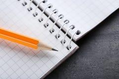 Μολύβι με το σημειωματάριο Στοκ Φωτογραφία