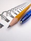 μολύβι πεννών σημειωματάρι&o Στοκ φωτογραφία με δικαίωμα ελεύθερης χρήσης