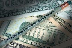 Μολύβι φιαγμένο από ανακυκλωμένο U S αφηρημένο δολάριο τραπεζογραμματίων ανασκόπησης οικονομικό Στοκ Εικόνα