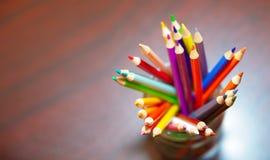 Μολύβι χρώματος σε ένα σαφές βάζο Στοκ Εικόνα