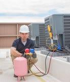 Μονάδα χρέωσης τεχνικών HVAC Στοκ Φωτογραφίες