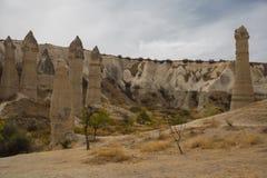 Μοναδική γεωλογική ερωτευμένη κοιλάδα σχηματισμών σε Cappadocia, δημοφιλής προορισμός ταξιδιού στην Τουρκία στοκ φωτογραφίες με δικαίωμα ελεύθερης χρήσης