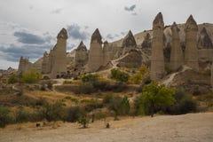 Μοναδική γεωλογική ερωτευμένη κοιλάδα σχηματισμών σε Cappadocia, δημοφιλής προορισμός ταξιδιού στην Τουρκία στοκ εικόνες