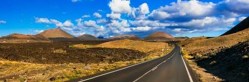 Μοναδική φύση ηφαιστειακού Lanzarote Εικονογραφικός δρόμος στη EL Golfo στοκ εικόνα