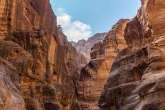 Μοναδικοί ζωηρόχρωμοι σχηματισμοί βράχου στη nabatean πόλη της Petra στην Ιορδανία Στοκ φωτογραφία με δικαίωμα ελεύθερης χρήσης