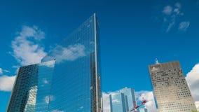 Μοναδικός ουρανοξύστης timelapse διάσημους σε οικονομικό και το εμπορικό κέντρο του Παρισιού - υπεράσπιση Λα φιλμ μικρού μήκους