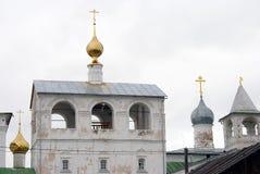 Μοναστήρι αναζοωγόνησης σε Uglich, Ρωσία Πολλοί θόλοι εκκλησιών στοκ φωτογραφίες με δικαίωμα ελεύθερης χρήσης
