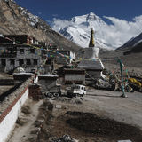 Μοναστήρι και βουνό Everest Στοκ Εικόνες