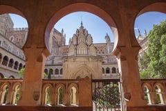 Μοναστήρι μοναστηριών του Guadalupe από το ανοικτό arcade Mudejar αψίδες de Στοκ εικόνες με δικαίωμα ελεύθερης χρήσης