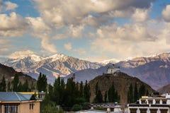 Μοναστήρι σε Leh Ladakh Φως και σκιά από το φως του ήλιου Στοκ Φωτογραφίες
