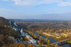 Μοναστήρι στους λόφους στοκ εικόνα με δικαίωμα ελεύθερης χρήσης