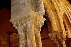 Μοναστήρι του Benedictine μοναστηριού στον καθεδρικό ναό Monreale στη Σικελία Γενικές άποψη και λεπτομέρειες των στηλών και των κ Στοκ εικόνα με δικαίωμα ελεύθερης χρήσης