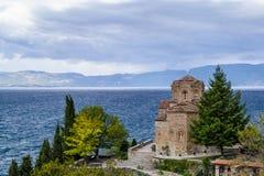 Μοναστήρι όχθεων της λίμνης στοκ φωτογραφίες