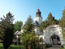 Μοναστήρι hodos-Bodrog - είσοδος μέσα στο προαύλιο του μοναστηριού Στοκ Εικόνα