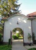 Μοναστήρι hodos-Bodrog - είσοδος στο εσωτερικό προαύλιο Στοκ Εικόνα