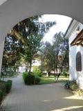 Μοναστήρι hodos-Bodrog - προαύλιο του μοναστηριού Στοκ εικόνα με δικαίωμα ελεύθερης χρήσης