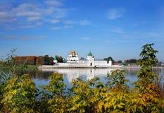 Μοναστήρι Ipatievsky στη Ρωσία, φθινόπωρο, πόλη Kostroma στοκ φωτογραφία με δικαίωμα ελεύθερης χρήσης