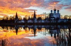 Μοναστήρι Joseph-Volokolamsk στο ηλιοβασίλεμα Στοκ Εικόνες