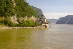 Μοναστήρι Mraconia στις ακτές της πύλης σιδήρου στοκ φωτογραφίες με δικαίωμα ελεύθερης χρήσης