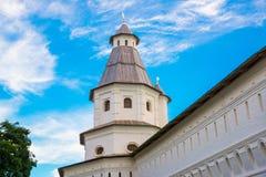 μοναστήρι novospassky Νέο μοναστήρι του λυτρωτή Ρωσία Istra Τοίχος φρουρίων στο υπόβαθρο του μπλε ουρανού Στοκ Εικόνες