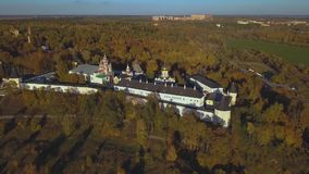 Μοναστήρι savvino-Storozhevsky στην περιοχή Zvenigorod - της Μόσχας - Ρωσία - εναέριο βίντεο φιλμ μικρού μήκους