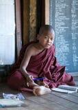 Μοναχοί αρχαρίων στο μοναστήρι Shwe Yan Pyay, το Μιανμάρ Στοκ φωτογραφίες με δικαίωμα ελεύθερης χρήσης