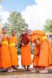 Μοναχοί ντυμένοι στους αρχαρίους Στοκ εικόνες με δικαίωμα ελεύθερης χρήσης