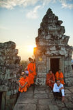 Μοναχοί σε Angkor Wat, Καμπότζη Στοκ Εικόνες