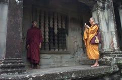 Μοναχοί σε Angkor Wat. Το Siem συγκεντρώνει. Καμπότζη Στοκ Εικόνα