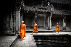 Μοναχοί σε Angkor Wat Στοκ Φωτογραφίες