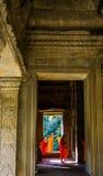 Μοναχοί σε Angkor Wat Στοκ Φωτογραφία